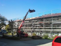 Teleskoplader im Einsatz bei Dacheindeckung