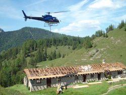 Helikoptereinsatz zum Materialtransport in Kreuth