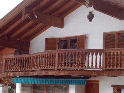 Balkon mit geschweifter Brüstung