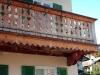Balkon mit Zierbrettern schlicht