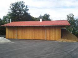 Halle mit Heizgebäude