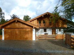 Dachstuhl, Fassaden und Holzbauteile