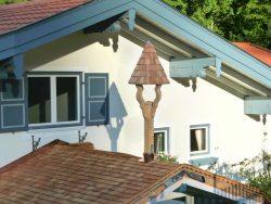 Glockenturm mit Schindeldach