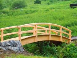 Brücke aus Lärchenholz